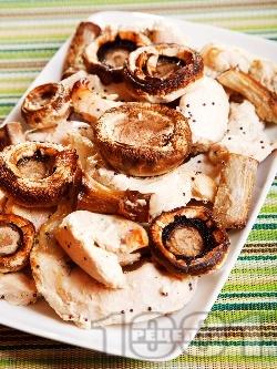 Пилешки филенца с гъби печурки и сос от портокалов сок, мед и горчица - снимка на рецептата